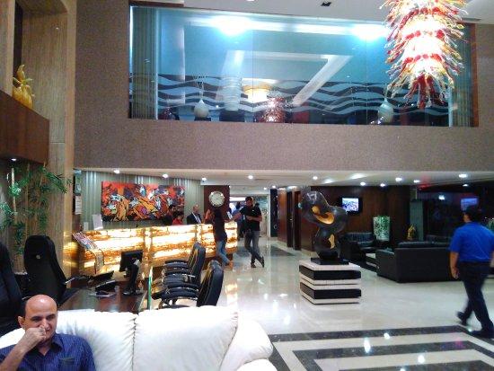 Ramada Ahmedabad: Hotel lobby