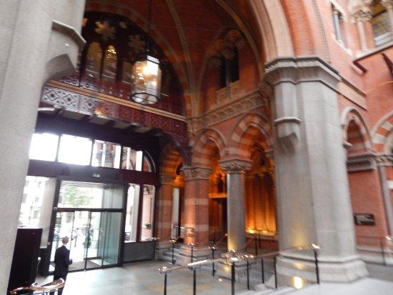 St. Pancras Renaissance Hotel London: St Pancras Renaissance and Breakfast...