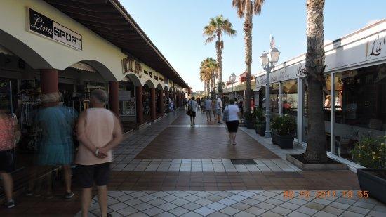 Club Caleta Dorada : commerces a 5 mn de l'hotel