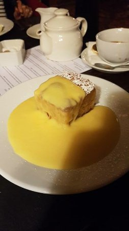 Thornham Magna, UK: Ginger pudding with lots of custard... perfect!
