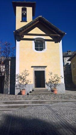 la chiesetta di Bordei di fianco al l'Osteria Bordei