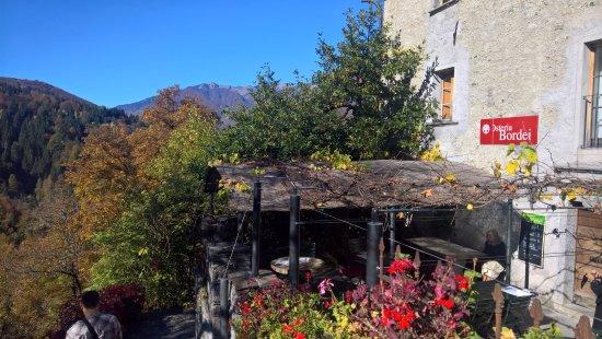 Vista sul terrazzo dell'Osteria Bordei