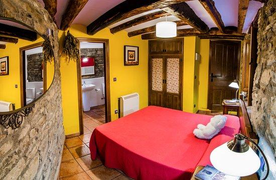 Boltana, Spain: Habitación pequeña (interior)
