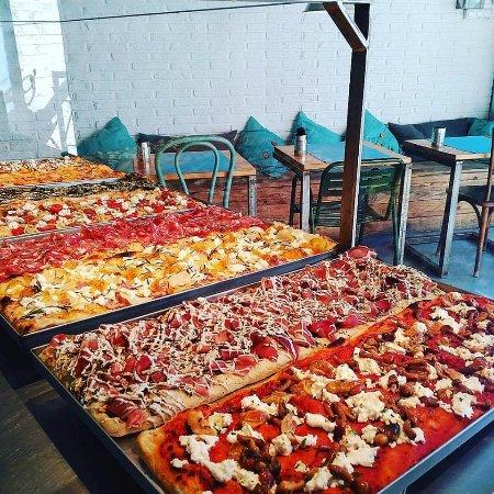 Sant Cugat del Valles, Spanien: Pizzas al corte, con ingredientes y recetas innovadoras.