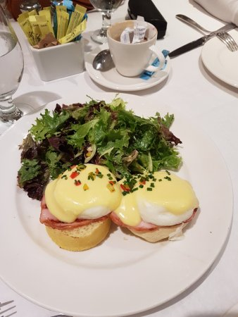 Sarabeth's Central Park South : Ovos benedict - clássico!