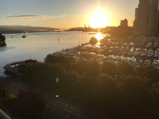 The Westin Bayshore, Vancouver: Nascer do Sol visto da janela do Apartamento