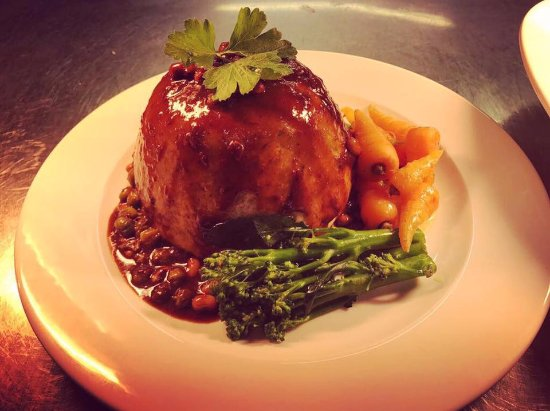 Chestfield, UK: Try Our Steak N Kidney Pudd Challenge