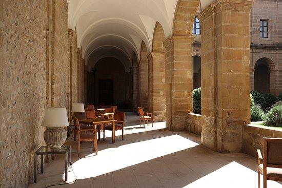 Parador Santo Domingo Bernardo de Fresneda: Innenhof