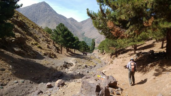 Imlil, Marruecos: Trekking down the valley