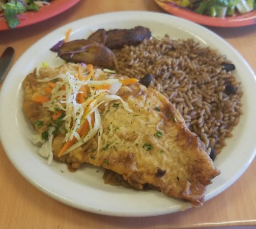 Cruzin' Cafe: Fish Escrovitch with platain, rice and peas.