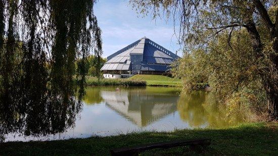 Ópusztaszer, Magyarország: View on the main building