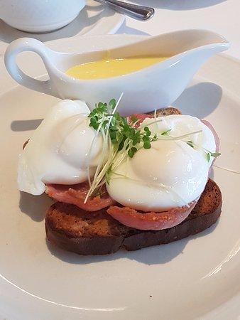 Ballygarry House Hotel & Spa: Ballygarry Style Eggs Benedict