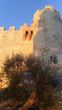 Castiglione del Lago, อิตาลี: torre vista dal basso