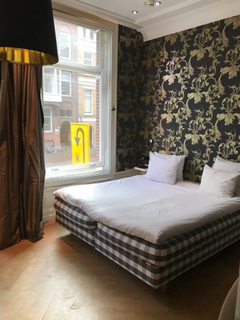 Amsterdam Canal Hotel: Bed in room 2