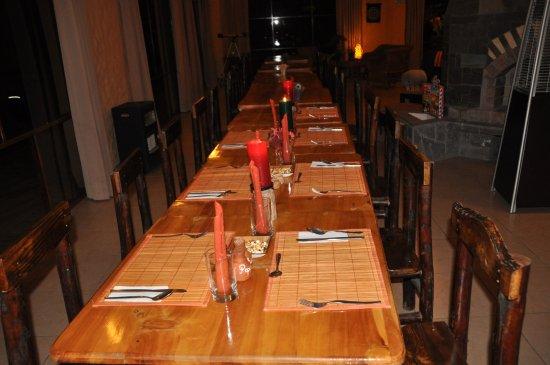 Pinchollo, Perú: La salle à manger dressée pour notre groupe de 7 personnes