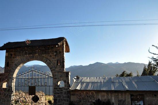 Pinchollo, Perú: L'entrée du Colca Trek Lodge qui ne paie pas de mine