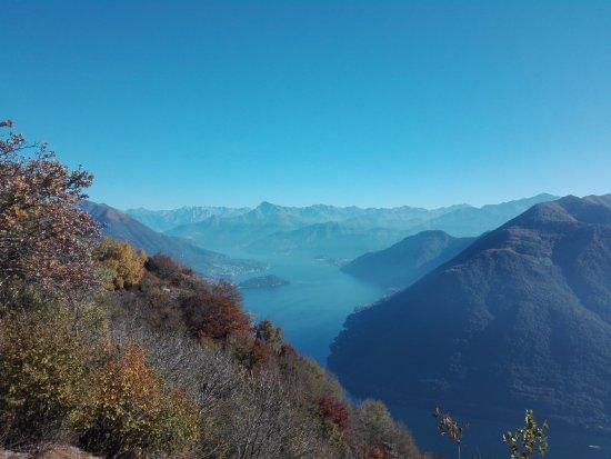 Schignano, Italie : panorama dalla cima del sentiero