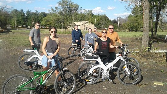 Electric Bikes drop off with family in Utica