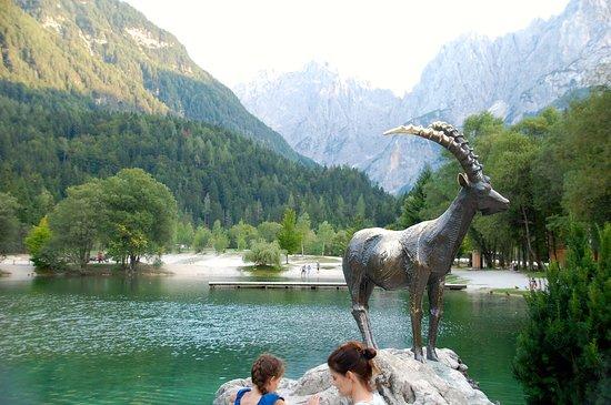 Kranjska Gora, สโลวีเนีย: The statue of Lake Jasna