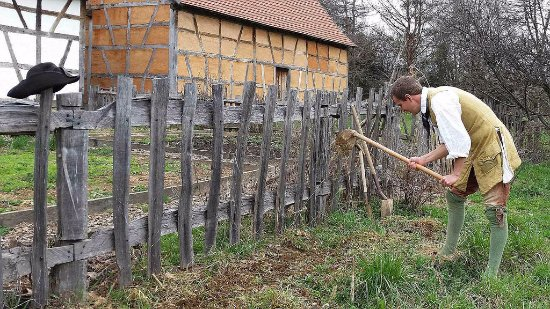 Frontier Culture Museum: Field work on the German farm in the 1700's