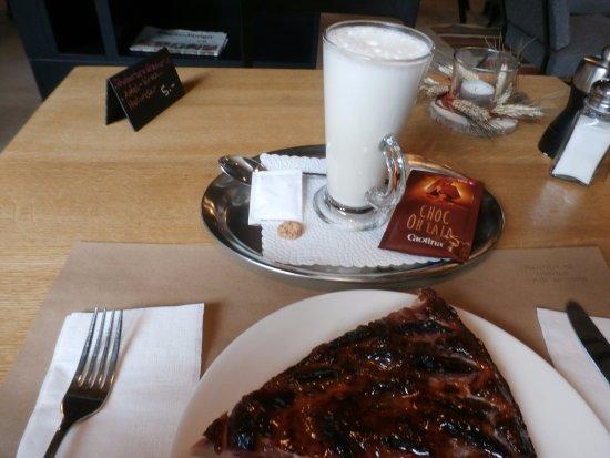 Wallisellen, Ελβετία: Soy milk hot chocolate & a slice of dessert