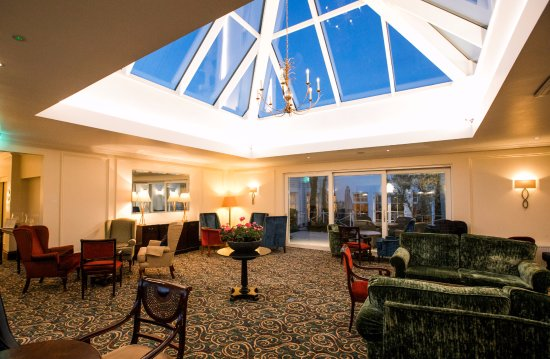Newbridge, Irland: The Atrium Lounge