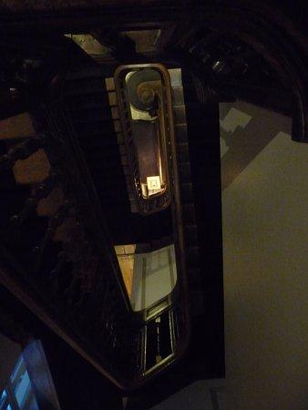 Le Dixseptieme: Escalier ancien