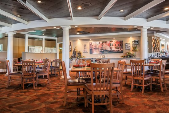 Pacinos Restaurant Picture Of Magnuson Grand Pioneer Inn And