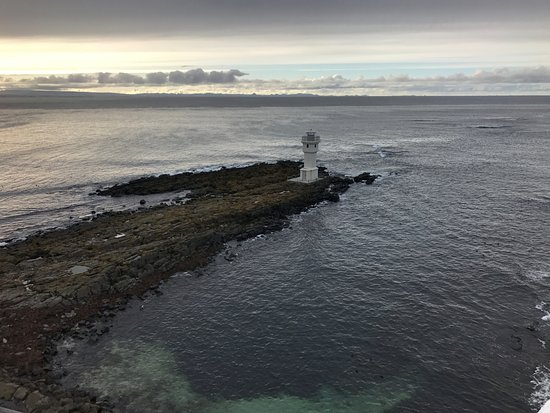 Akranes, Islandia: The smaller lighthouse on the point from the top of the first lighthouse