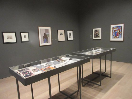SCAD Museum of Art: Wall and floor exhibits