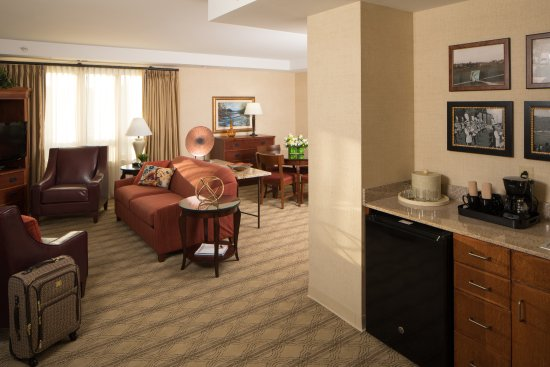 The Inn at Virginia Tech and Skelton Conference Center: Executive Suite