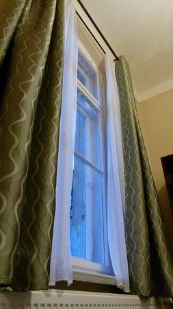 Zgorzelec, Poland: Hohe Altbaufenster im Dom Touristy