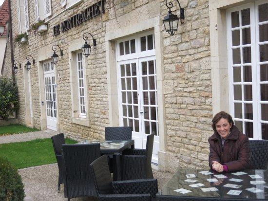 Puligny-Montrachet, Francia: Como o tempo era curto, o vinho foi no almoço, não deu pra curtir a varanda.