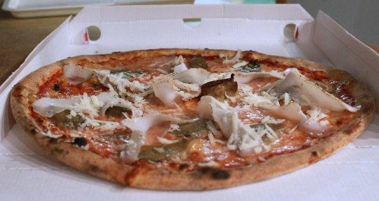 """Oriago di Mira, Italy: """"GIGIA"""": pizza margherita condita con scrisse ai ferri e fine cottura con lardo salato e pecorin"""