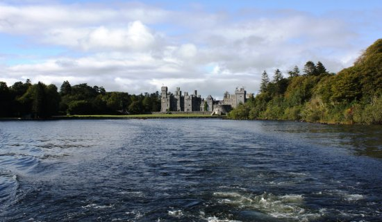 Corrib Princess River Cruise: Ashford Castle viewed from the ship