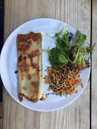 Falkland, UK: блинчик, фаршированный сыром с плесенью и помидором