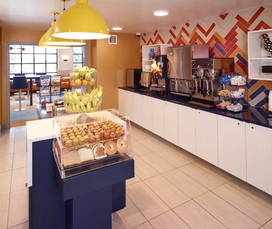 เบิร์นสวิลล์, มินนิโซตา: Hot Buffet Breakfast Area