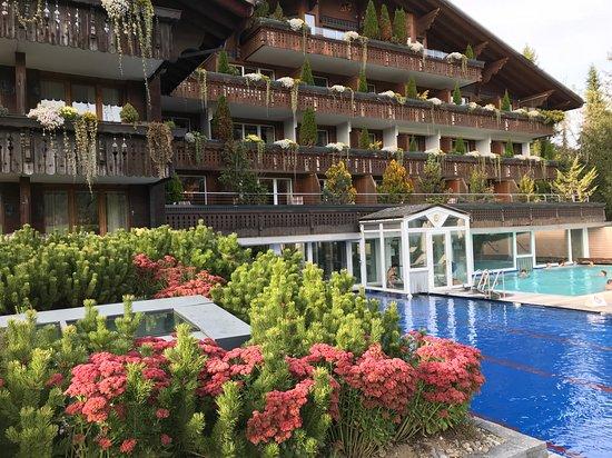 Schonried, Suiza: Бассейн