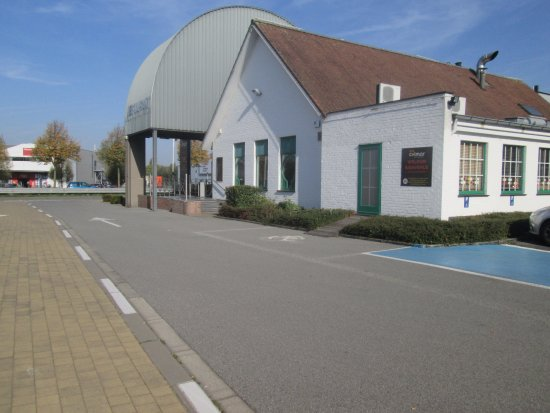 Drogenbos, Belgia: L'arrière de l'établissement