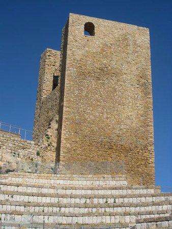 Pollina, Italy: La Torre che domina il teatro