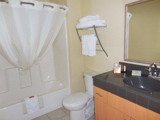 Kenai, AK: Bathroom