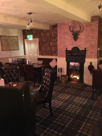 Dodworth, UK: Have a drink by the fire in our cosy snug