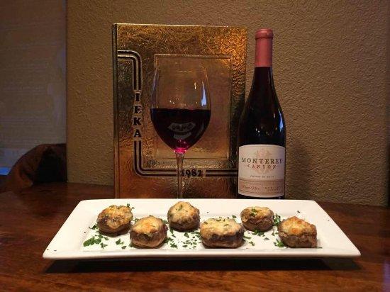 Yreka, CA: Stuffed mushrooms and a glass of Pinot Noir!
