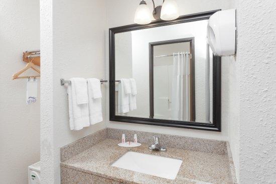 Tuscola, IL: Sink Area