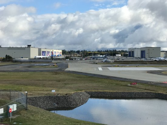 Mukilteo, Ουάσιγκτον: View from atop the Future of Flight looking towards Boeing factory