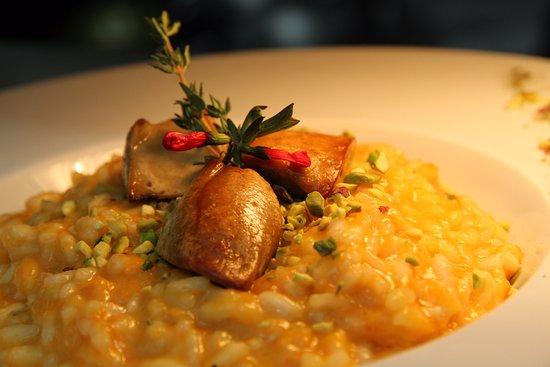 Lucignano, Itália: Risotto mantecato alla zucca gialla pistacchi e bocconcini di Foie Gras