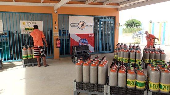 Kralendijk, Bonaire: Zowel DIN als Internationale aansluitingen op voorraad!