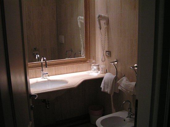 Pratolino, Itália: salle de bain