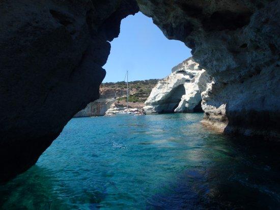 Adamas, Greece: Nous avons fait un tour dans les grottes..