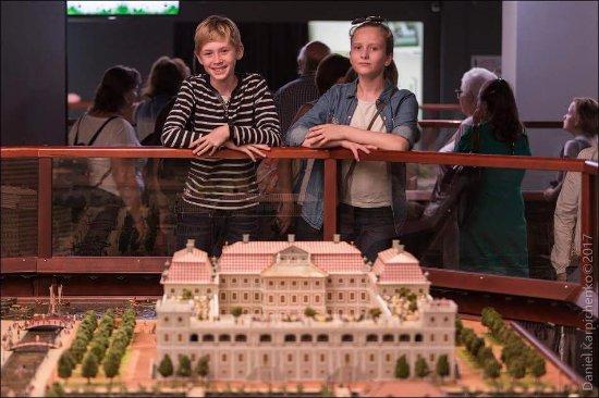 Петровская акватория, исторический театр-макет: Детям здесь всегда будет интересно.